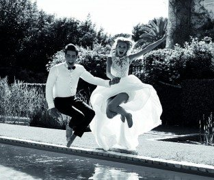 ATLANTIS dress_ PRONOVIAS 2017_Jon Kortajarena & Romee Strijd_b&w